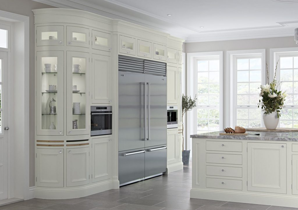 Light wooden Kitchen with built in American Fridge Freezer and curved glazed cabinets | Kitchens France | fournisseur appliances cuisines antibes