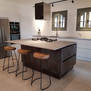 True handle-less contemporary kitchen in Vence